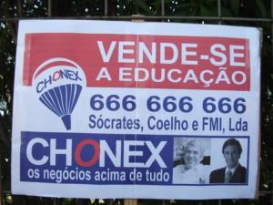 Cartaz satirizando com a privatização da educação
